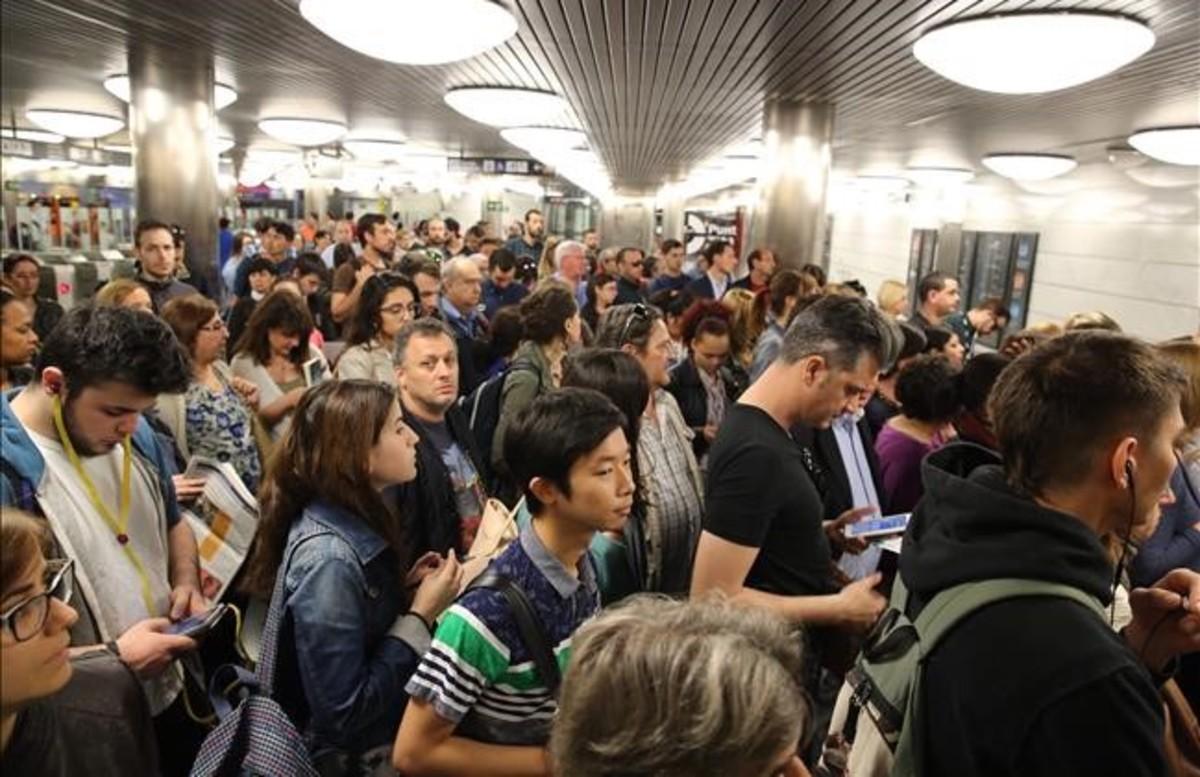 Aglomeraciones en el metro un día de huelga.