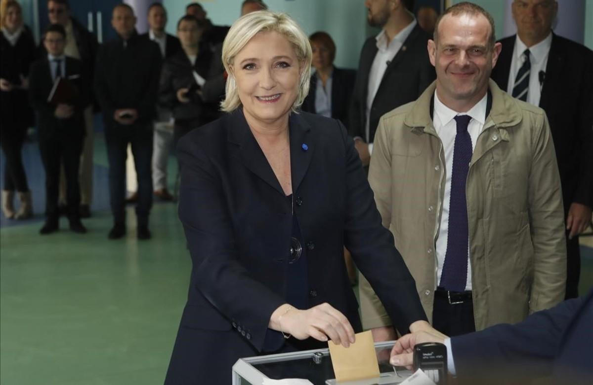 Le Pen vota en Henin-Beaumont (norte).