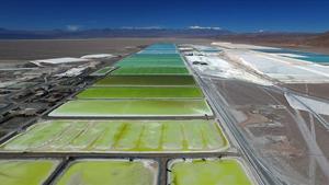 Piscinas de litio en Chile, una imagen de la futuraexposición del CCCB 'Después del fin del mundo'.