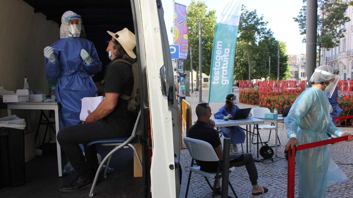 Test gratuito de covid en la plaza Intendente de Lisboa (Portugal).