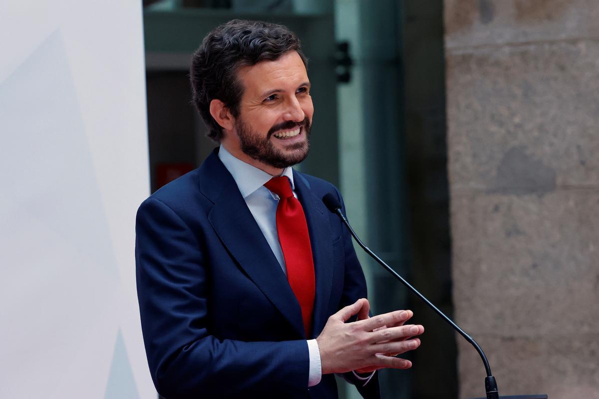 Pablo Casado atiende a la prensa este sábado en la Real Casa de Correos, en la toma de posesión de Isabel Díaz Ayuso.
