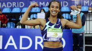María Vicente posa feliz tras batir el récord de España de pentatlón en Madrid