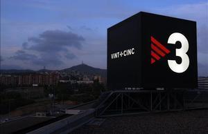 Imagen del logotipo de TV-3, en las instalaciones de la tele catalana en Sant Joan Despí, cuando la cadena celebró sus 25 años de emisiones.
