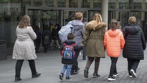 S., entrando el miércoles en la Ciutat de la Justicia para entrega a sus hijos.