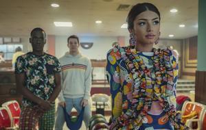 De izquierda a derecha, Ncuti Gatwa (Eric), Connor Swindells (Adam) y Mimi Keene (Ruby) en 'Sex education'.