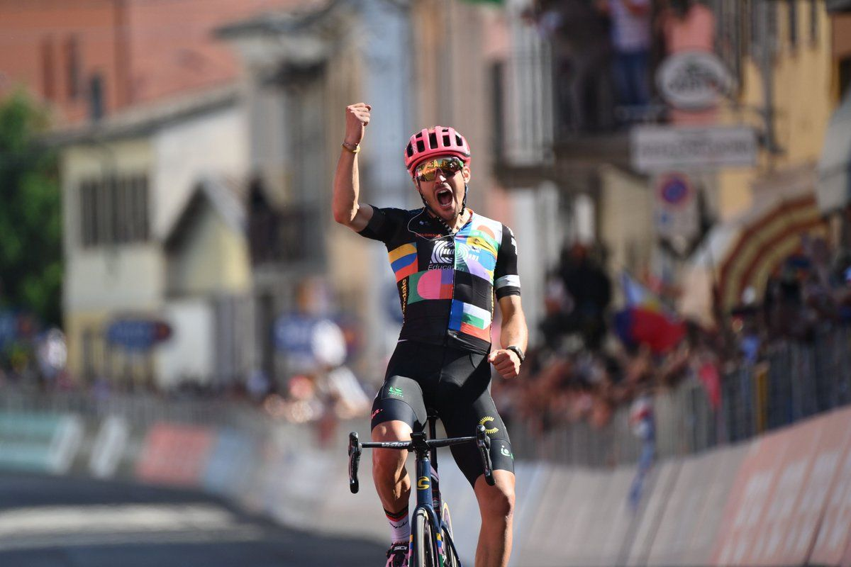 Alberto Bettiol triunfa en solitario.