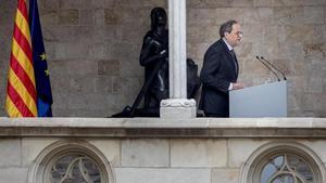 El 'president'Quim Torra, en el Palau de la Generalitat, tras ser condenado a una pena de inhabilitación de año y medio para el ejercicio de cargos electos y a una multa de 30.000 euros, este jueves.