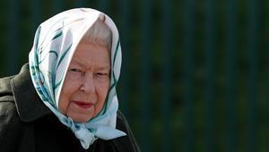 Sus caminatas rápidas diarias, evitar que le dé el sol y respetar su hora del té son algunos de los habitos saludables de la reina Isabel que la han ayudado a envejecer admirablemete.