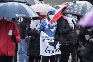 Concentración en Bilbao pidiendo más acercamientos de presos de ETA, el pasado sábado 9 de enero.