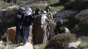 Nablus (-)  11 12 2020 - Palestinians argue with Israeli soldiers during a demonstration against Israel s settlements in the village of Bet Dajan near the northern West Bank city of Nablus  11 December 2020  Seven Palestinians were wounded during the clashes  (Protestas) EFE EPA ALAA BADARNEH