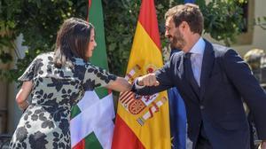 La presidenta de Cs, Inés Arrimadas, y el presidente del PP, Pablo Casado, en el acto de campaña central de la coalición en Euskadi
