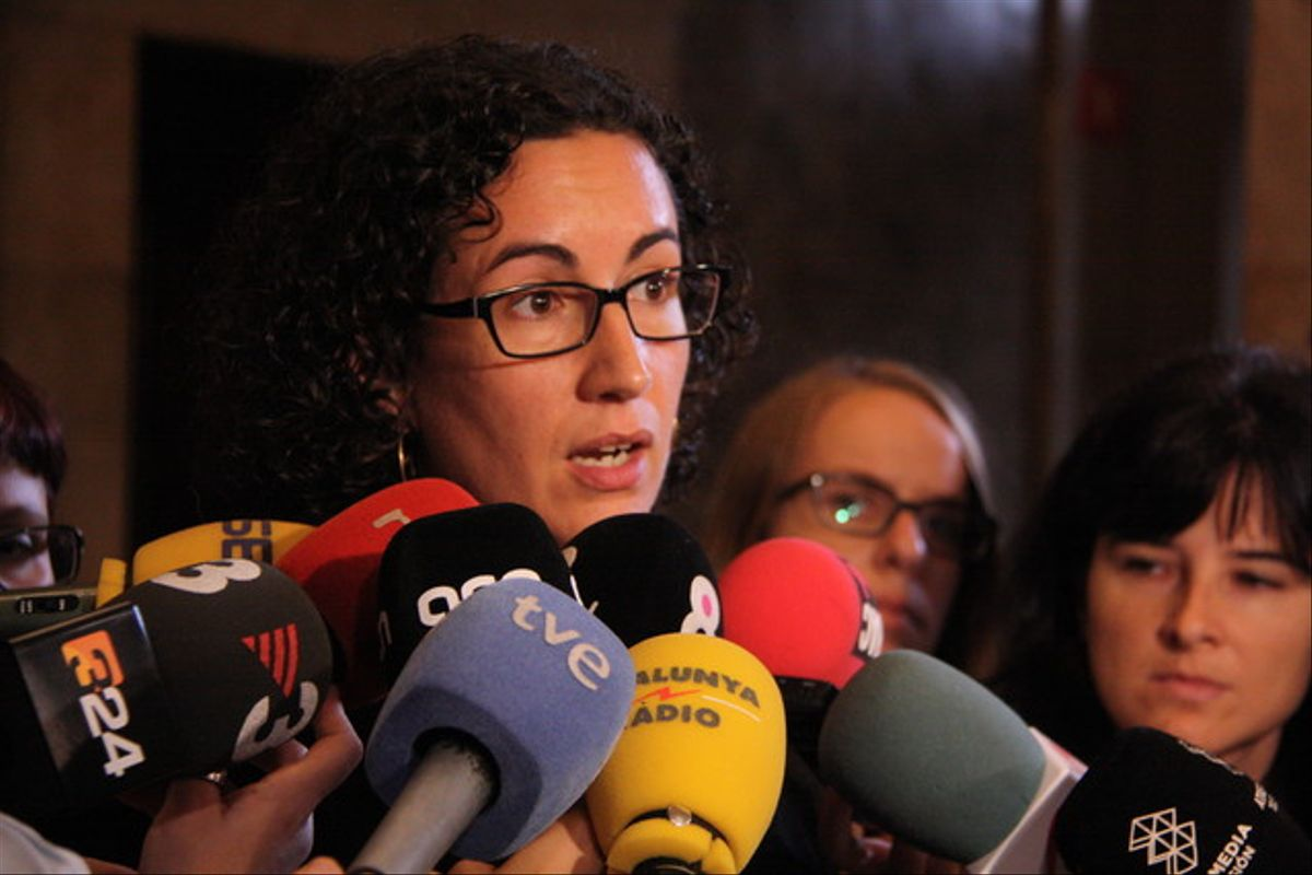 La portavoz de ERC en el Parlament, Marta Rovira, atiende a los medios.