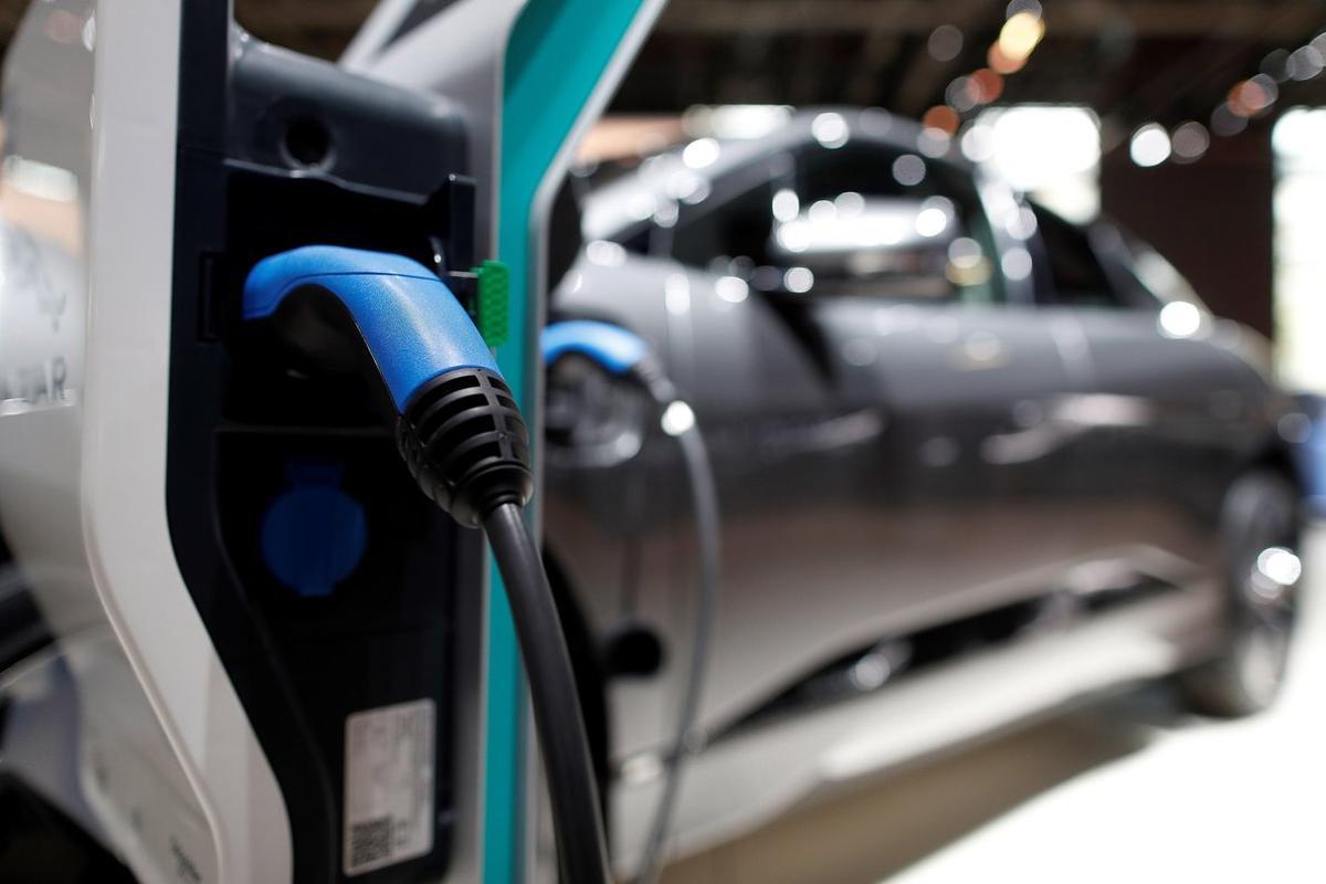 Cargar un coche eléctrico puede costar menos de dos euros