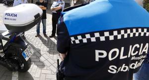 Un agente de la policía local de Sabadell.