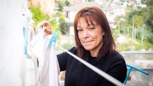 Mireia León, madre de cuatro menores, necesitó acudir a la Cruz Roja tras ver que sus ingresos no superaban los 200 euros al mes debido a la pandemia.