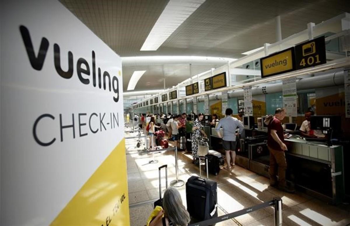 Mostradores de facturación de Vueling en el aeropuerto de El Prat.