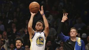 Curry en la victoria de los Golden State Warriors ante Brooklyn Nets.