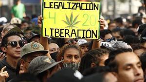 Cientos de personas se reúnen en México para celebrar el Día Internacional de la Marihuana.
