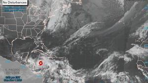 La tormenta se movía a 15 millas por hora (24 km/h) hacia el oeste.