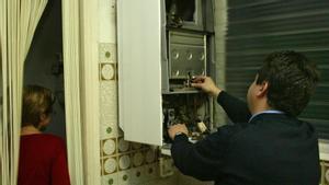 Inspección de un calentador de gas.