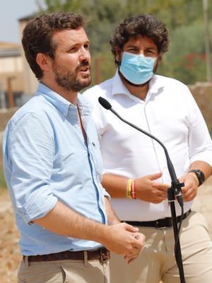 El líder del PP, Pablo Casado, durante una rueda de prensa en Jumilla, Murcia