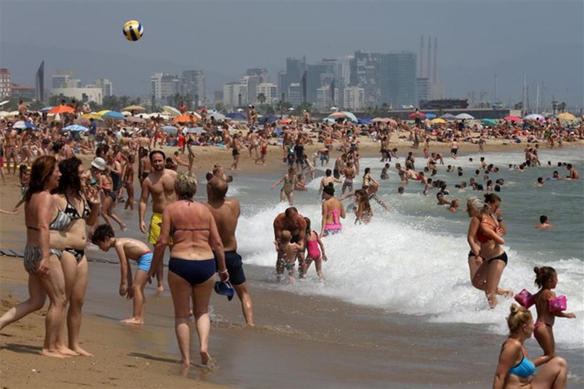 La playa de la Barceloneta.