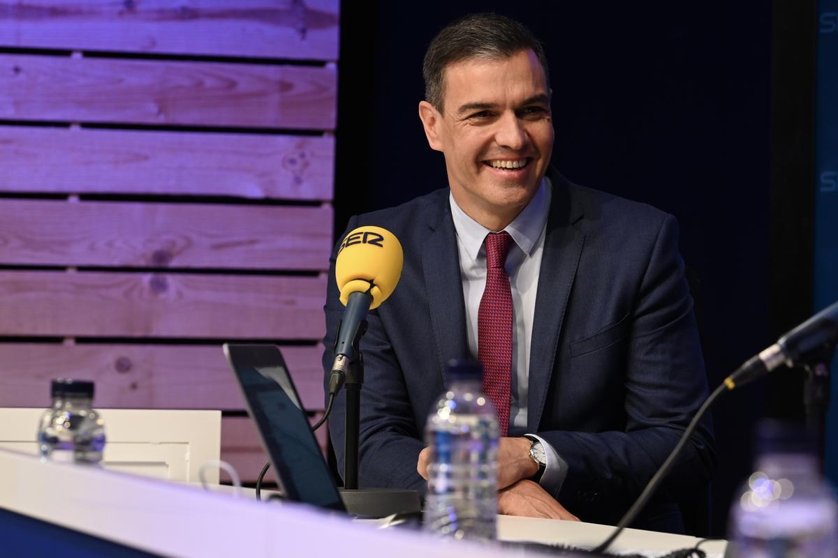 El presidente del Gobierno, Pedro Sánchez, este 28 de junio de 2021, en la entrevista en la SER con Àngels Barceló y Josep Cuní.