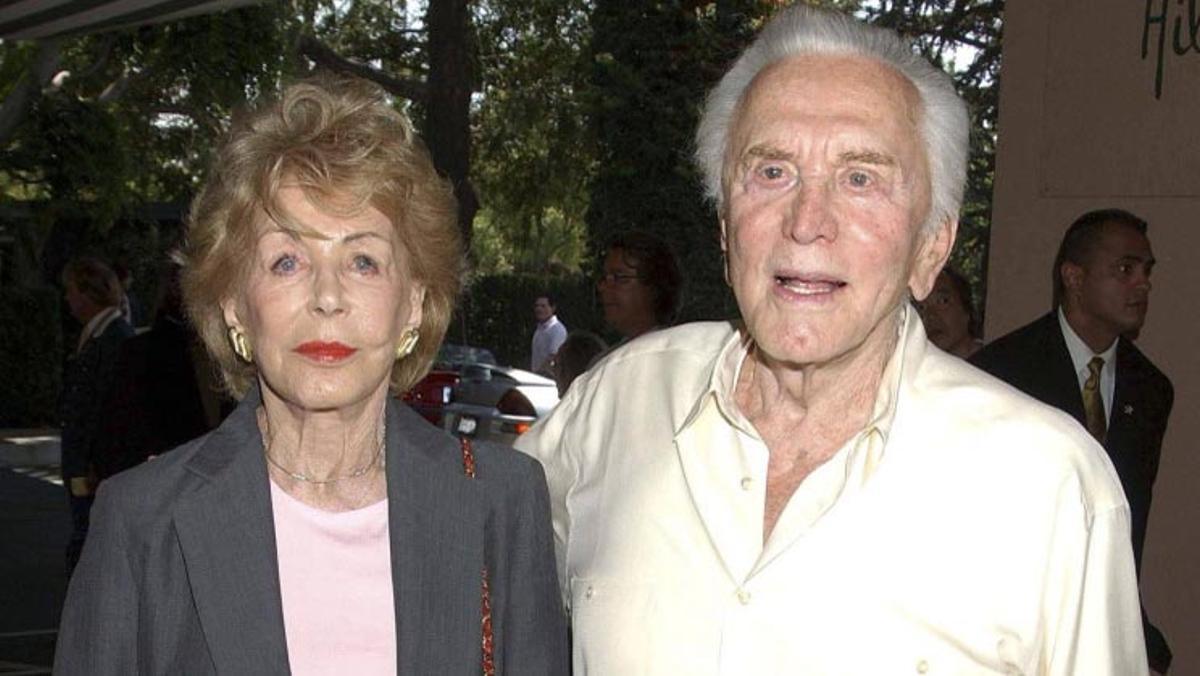 Muere Anne Buydens, segunda mujer de Kirk Douglas