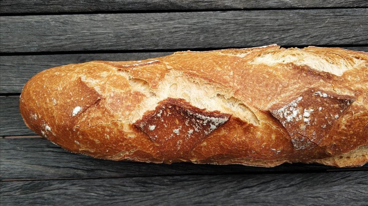 Una barra del pan de Sant Julià que preparan en Sabadell.