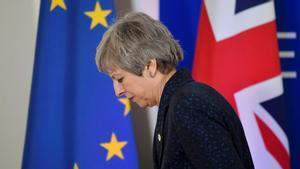 Máxima pressió sobre May per a una dimissió immediata