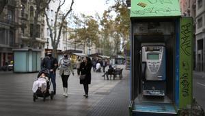 Una cabina de teléfono, en la Rambla.