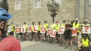 600 ciclistas se manifiestan en Barcelona contra la limitación de bicis en Collserola.