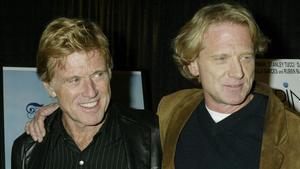 Robert Redford junto a su hijo James, en el 2003.