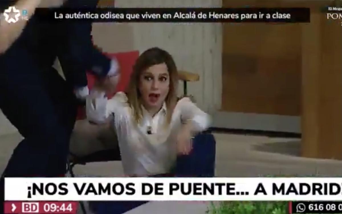 La presentadora del tiempo de Telemadrid se cae al suelo de culo por intentar imitar la patada de Bisbal