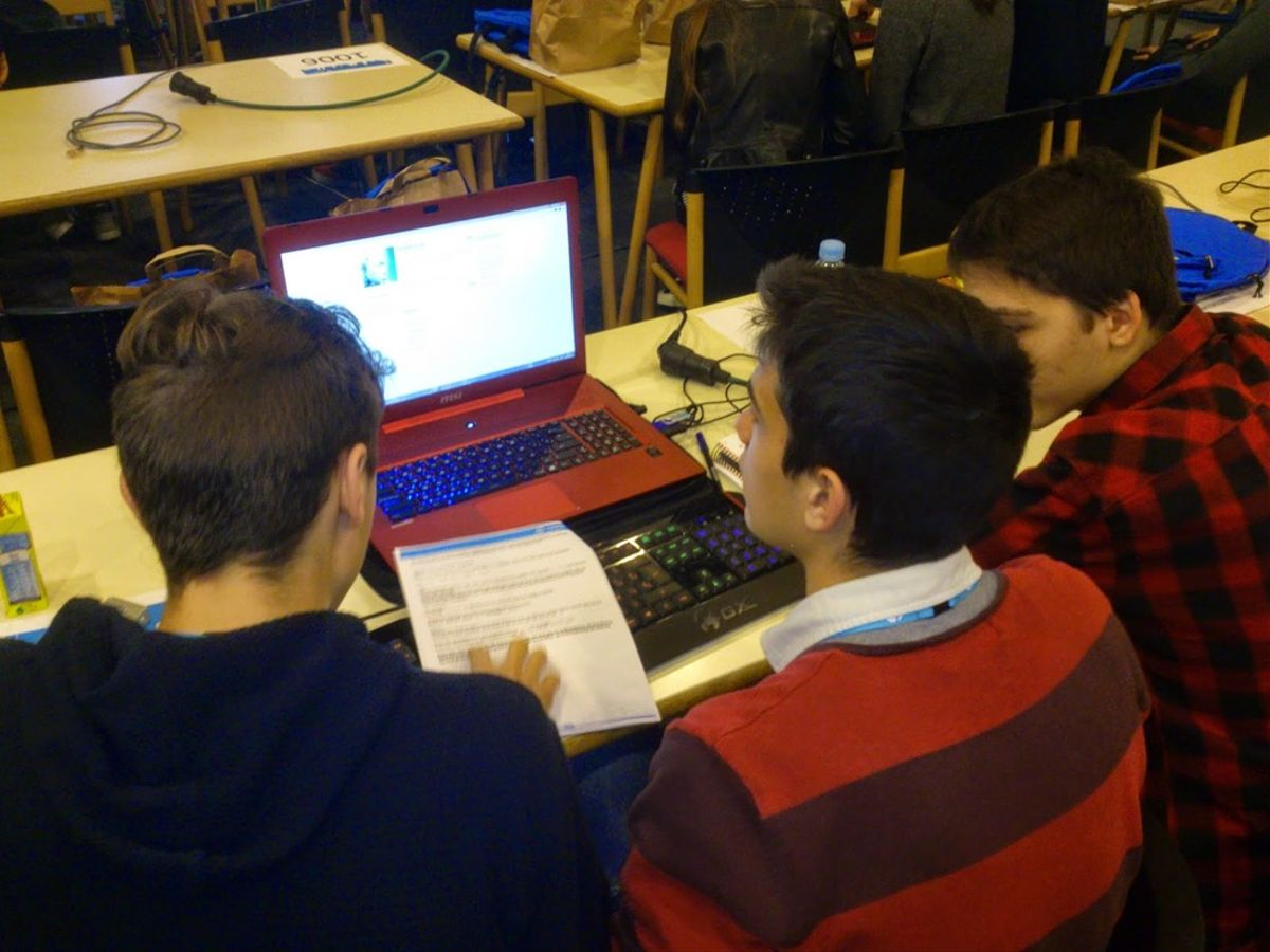 Alumnos de educación secundaria de la Escola Pia Santa Anna de Mataró.