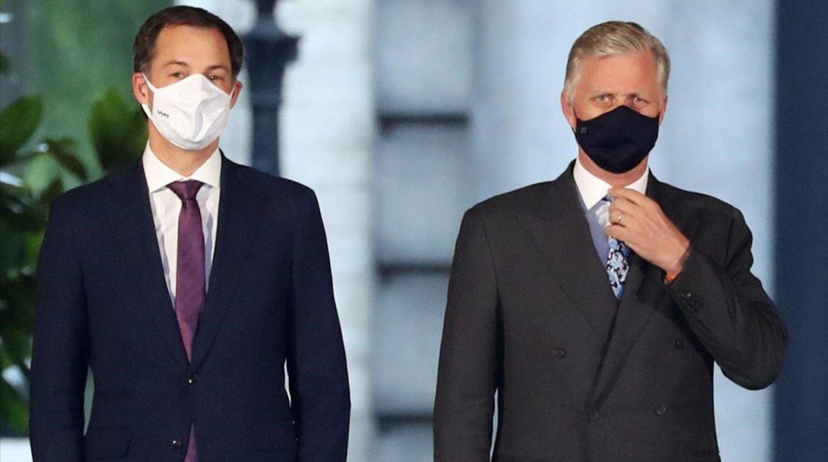 El próximo primer ministro de BélgicaAlexander De Croo junto al rey Philippe.