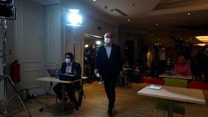 El candidato del PSOE-M, Ángel Gabilondo, antes de su comparecencia de valoración de los resultados del 4-M, en el hotel Princesa Plaza de Madrid.