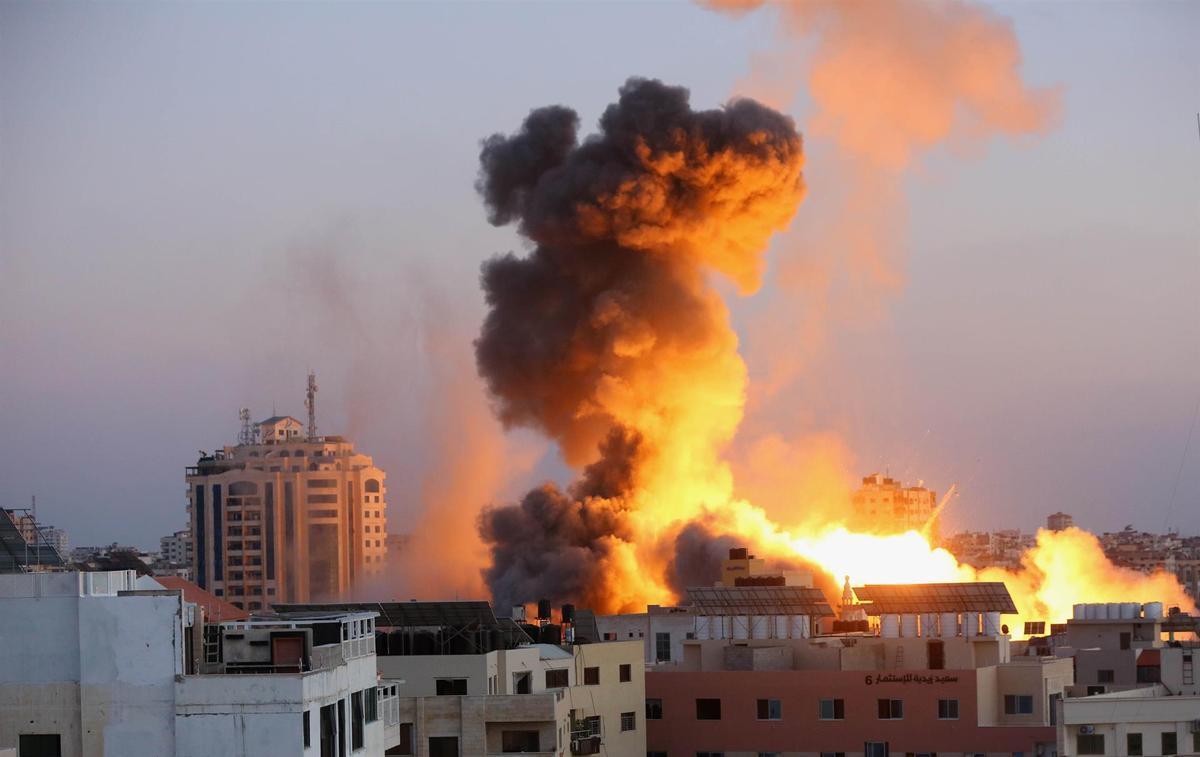 Israel arriba a instal·lacions de Hamàs a Gaza, que informa de 7 morts