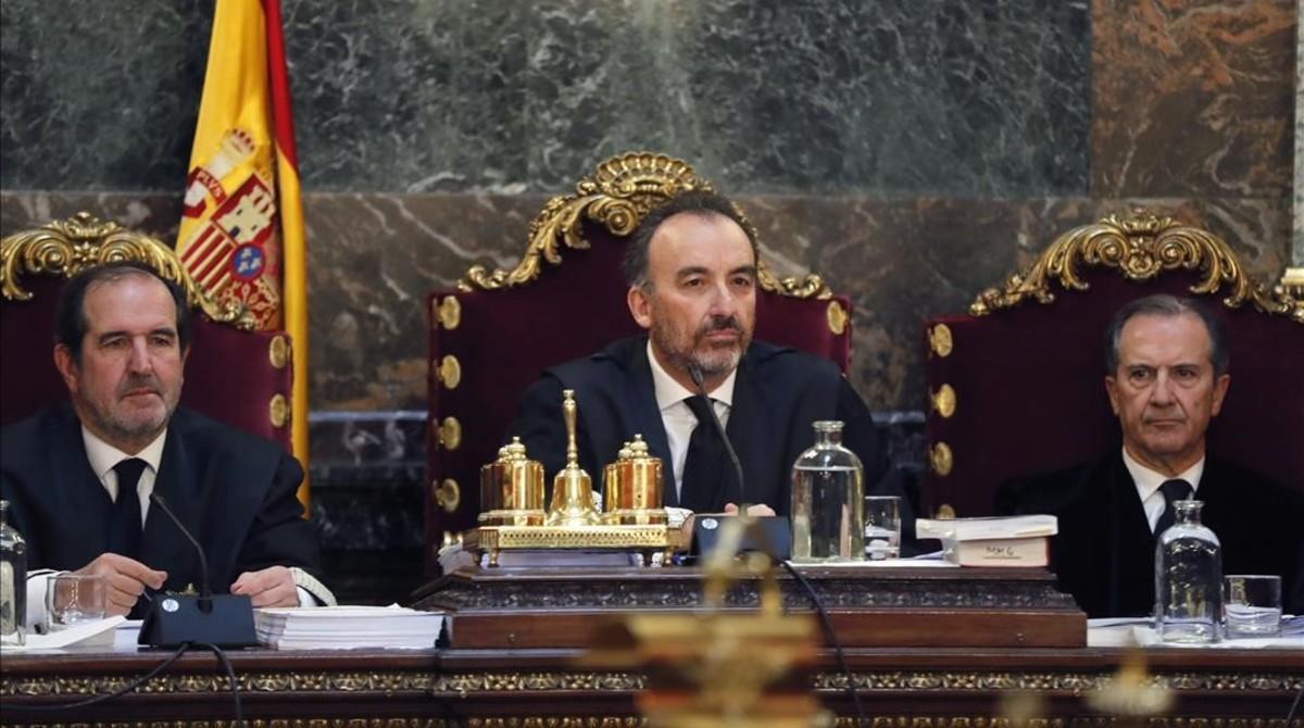 Los tres magistrados del Tribunal Supremo que compusieron la vista del 'caso Nóos'. De izquierda a derecha: Andrés Martínez Arrieta, Manuel Marchena y Miguel Colmenero.