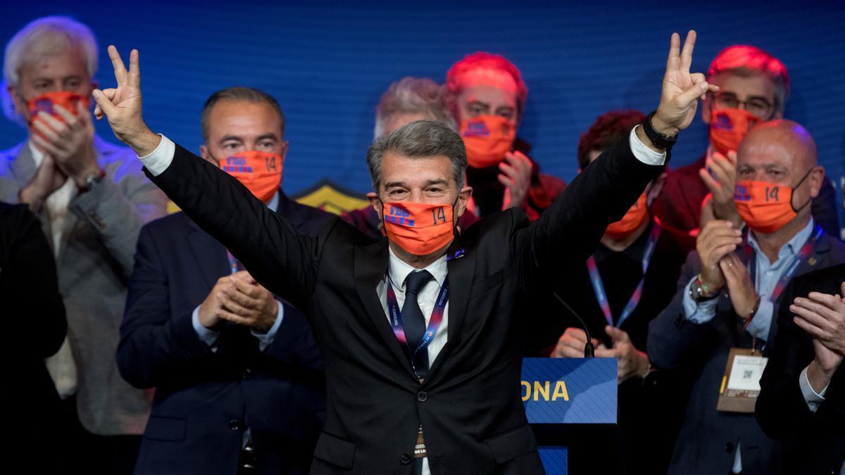 Joan Laporta celebra el triunfo en las elecciones a la presidencia en el Auditori.