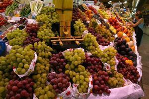 Uvas en el mercado de Santa Caterina, en Barcelona.