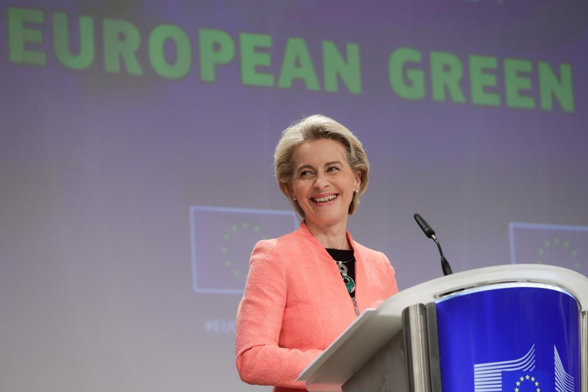 La presidenta de la Comisión Europea, Ursula von der Leyen, en la rueda de prensa en la que ha presentado el paquete 'Fit for 55' sobre reducción de emisiones de CO2.