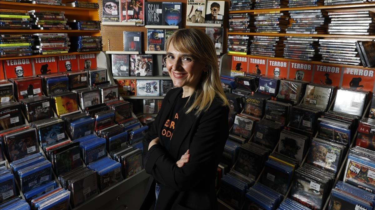 Desirée de Fez, en su salsaen la sección de terror de la tienda de cine El Setanta-Nou, de Barcelona