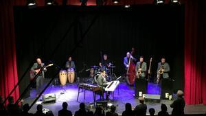 Enma Fernández y su banda, en el reciente concierto en Can Clariana.