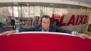 Miquel Calçada posaba así durante una antigua entrevista realizada en las oficinas del Grup Flaix.