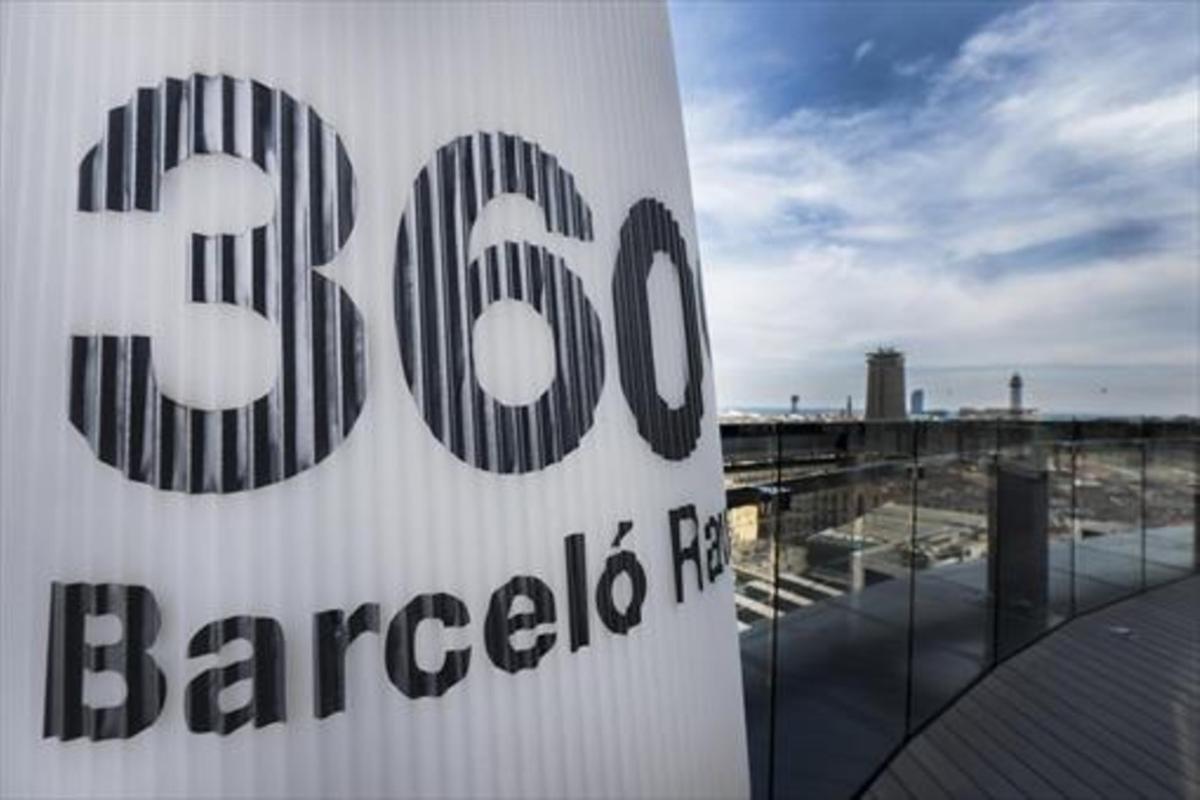 Vistas del puerto de Barcelona desde la terraza del Hotel Barceló Raval.