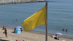 Bandera amarilla en las playas de Barcelona