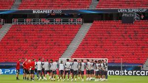 Entrenamiento del Bayern en Budapest, este miércoles.