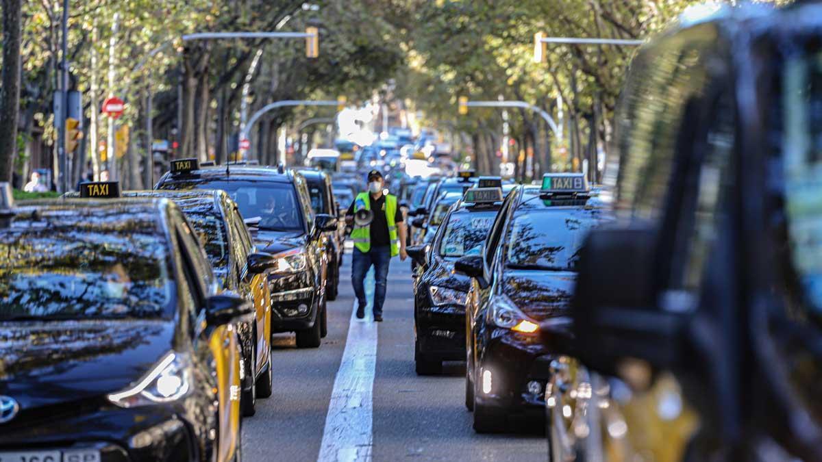 Los taxistas se movilizan en Barcelona y amenazan con acampar frente a Territori.