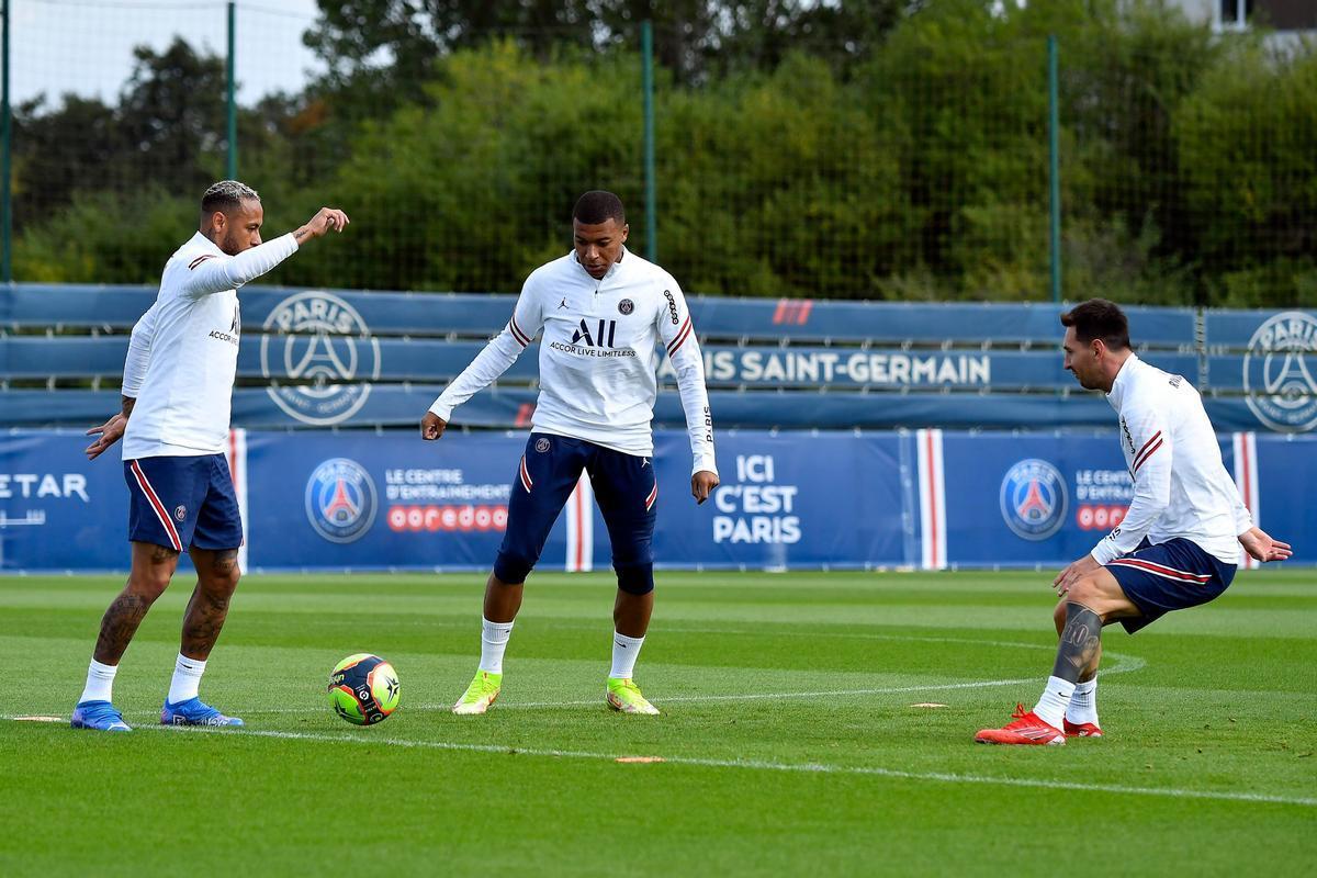 Neymar, Mbappé y Messi, en el entrenamiento del Paris SG previo al duelo con el Reims.